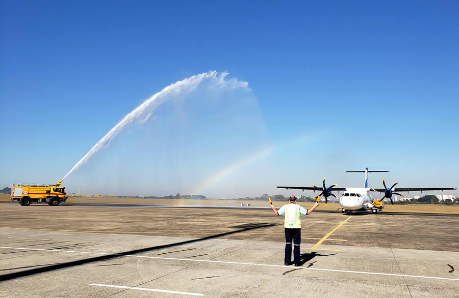 Aeronave ATR-42-500 foi batizada no Aeroporto de São José dos Campos