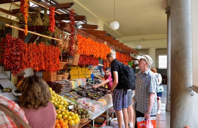 Flores e frutos exóticos na Ilha da Madeira, Portugal - Ilha da Madeira, Funchal, Mercado dos Lavradores, Portugal, Europa