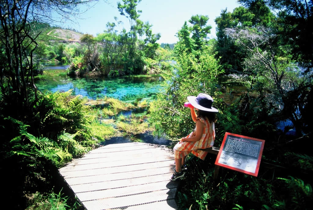 Te Waikoropupu Springs - Nova Zelândia - New Zealand - Tourism New Zealand